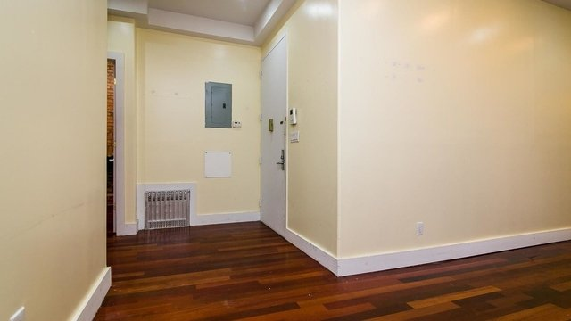 3 Bedrooms, East Williamsburg Rental in NYC for $2,495 - Photo 2