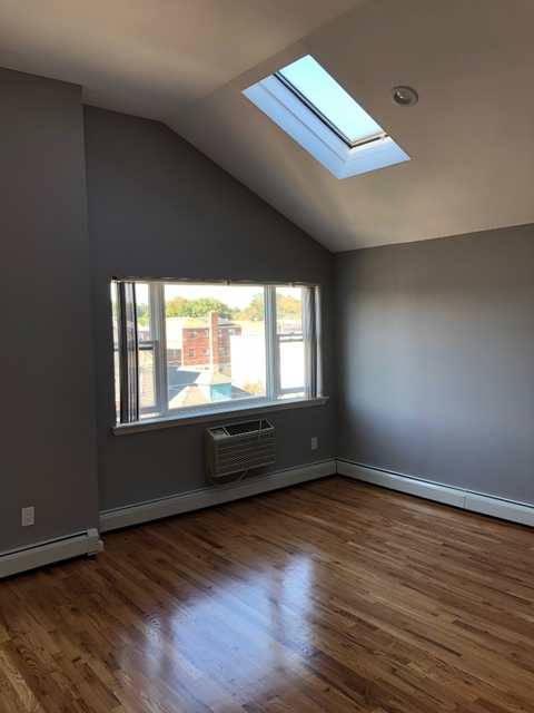 3 Bedrooms, Throgs Neck Rental in NYC for $2,900 - Photo 1