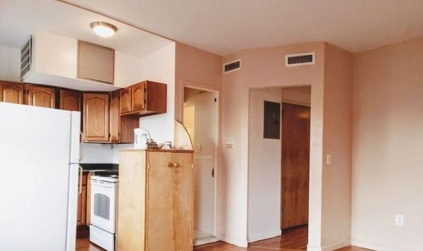 3 Bedrooms, Williamsburg Rental in NYC for $2,700 - Photo 2