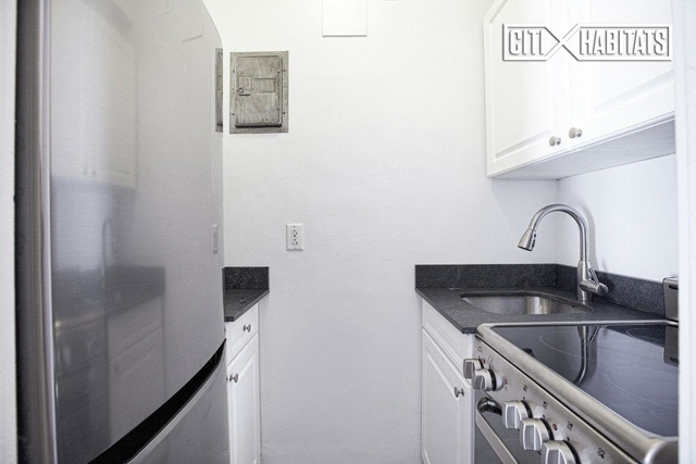 Studio, Chelsea Rental in NYC for $2,700 - Photo 2