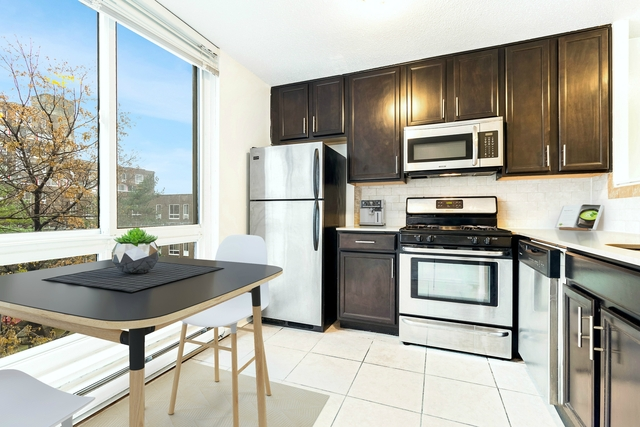 3 Bedrooms, Roosevelt Island Rental in NYC for $3,758 - Photo 1