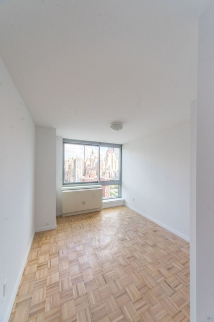 2 Bedrooms, Hell's Kitchen Rental in NYC for $5,335 - Photo 1