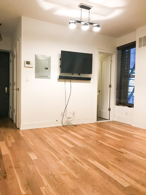 2 Bedrooms, East Village Rental in NYC for $3,295 - Photo 2