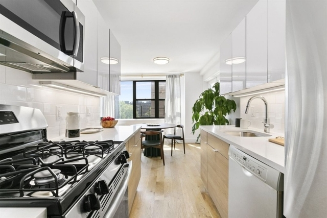 2 Bedrooms, Rego Park Rental in NYC for $2,957 - Photo 2
