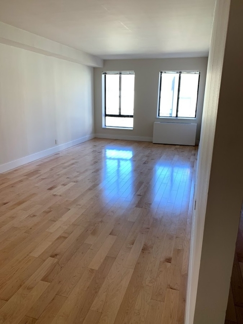 3 Bedrooms, Hell's Kitchen Rental in NYC for $5,169 - Photo 1