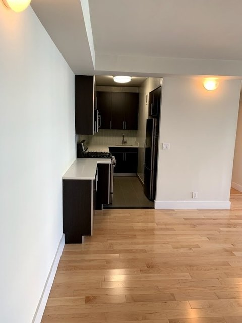 3 Bedrooms, Hell's Kitchen Rental in NYC for $5,169 - Photo 2