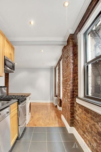 3 Bedrooms, East Village Rental in NYC for $4,618 - Photo 2