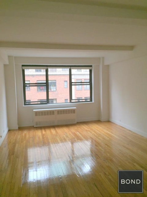 2 Bedrooms, Tudor City Rental in NYC for $4,295 - Photo 1
