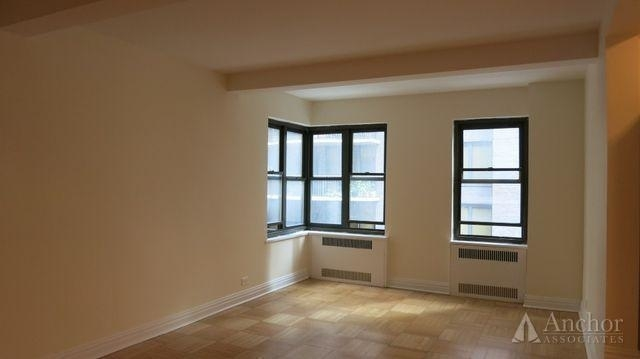 2 Bedrooms, Midtown East Rental in NYC for $4,795 - Photo 2