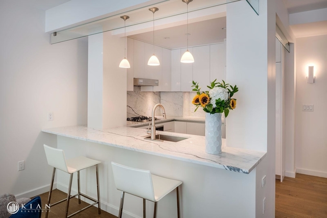 Room, Hell's Kitchen Rental in NYC for $1,850 - Photo 2