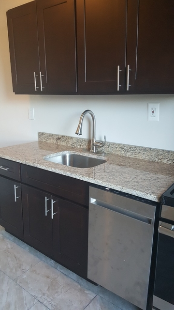 2 Bedrooms, Stratton Park Rental in NYC for $1,700 - Photo 1