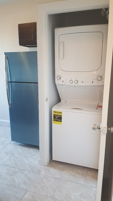 2 Bedrooms, Stratton Park Rental in NYC for $1,700 - Photo 2