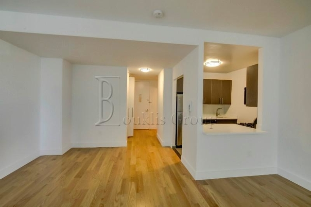 1 Bedroom, Financial District Rental in NYC for $2,690 - Photo 2