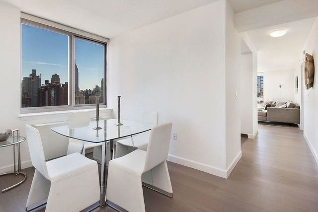 3 Bedrooms, Hell's Kitchen Rental in NYC for $5,890 - Photo 2