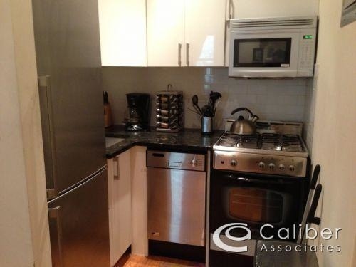 2 Bedrooms, Gramercy Park Rental in NYC for $3,300 - Photo 2