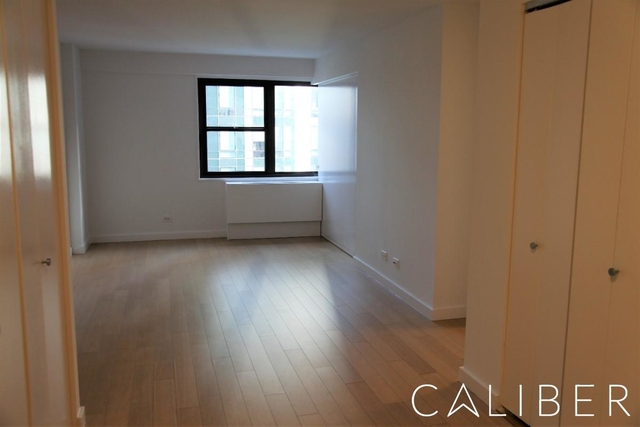 at East 39th Street - Photo 1