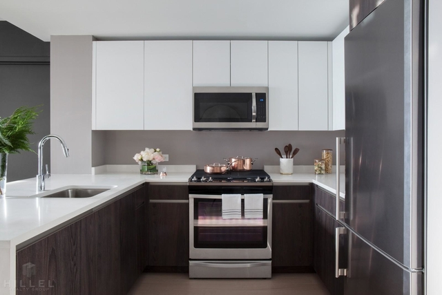 3 Bedrooms, Long Island City Rental in NYC for $6,231 - Photo 2