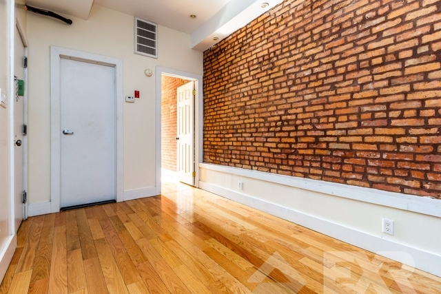 2 Bedrooms, Williamsburg Rental in NYC for $2,425 - Photo 2