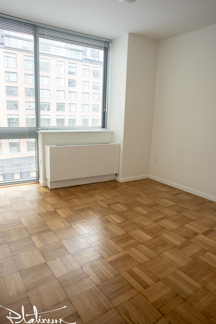 2 Bedrooms, Hell's Kitchen Rental in NYC for $4,629 - Photo 2