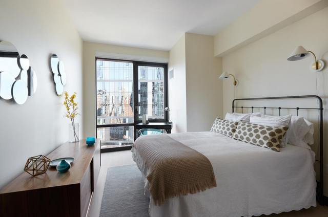 1 Bedroom, Lincoln Square Rental in NYC for $6,077 - Photo 2