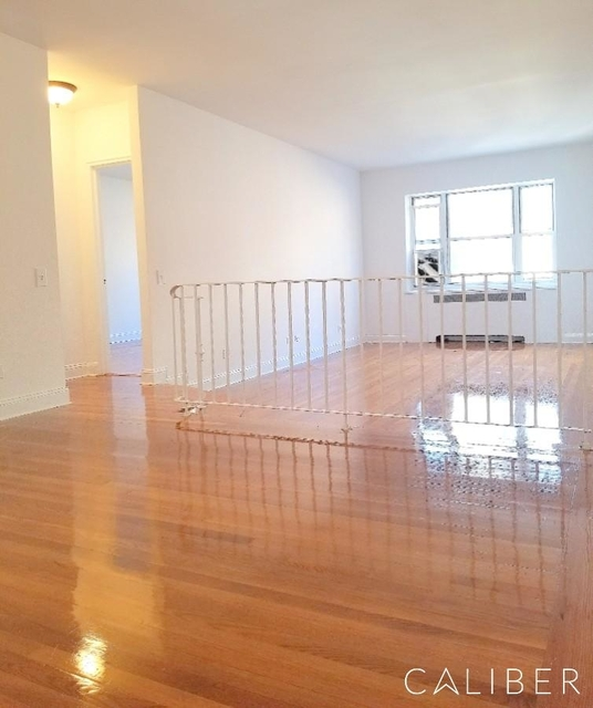 4BR at West 55th Street - Photo 1