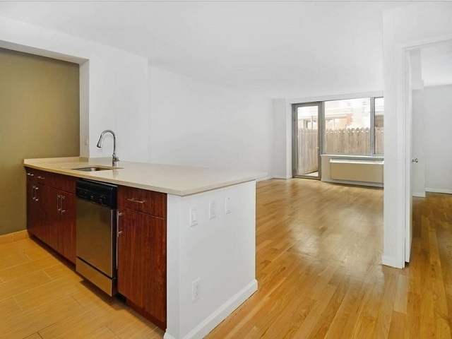 2 Bedrooms, Chelsea Rental in NYC for $7,181 - Photo 2
