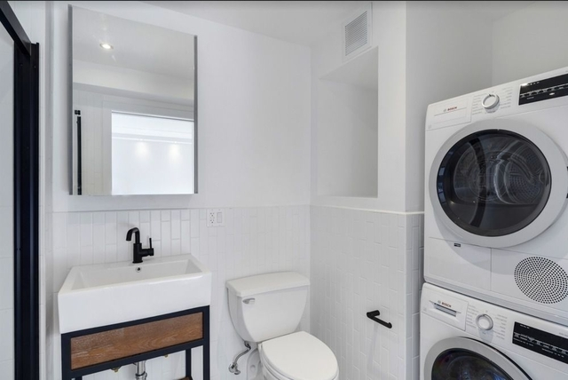 2 Bedrooms, Two Bridges Rental in NYC for $4,917 - Photo 2