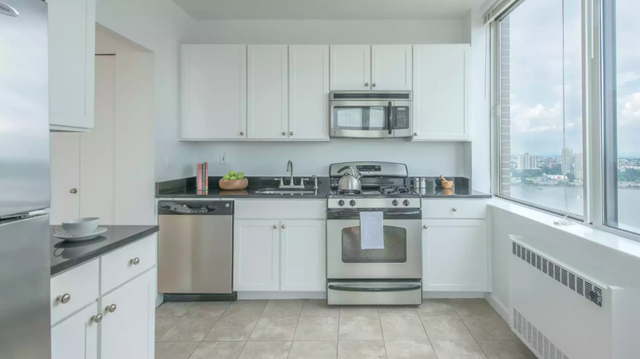 1 Bedroom, Lincoln Square Rental in NYC for $3,940 - Photo 2