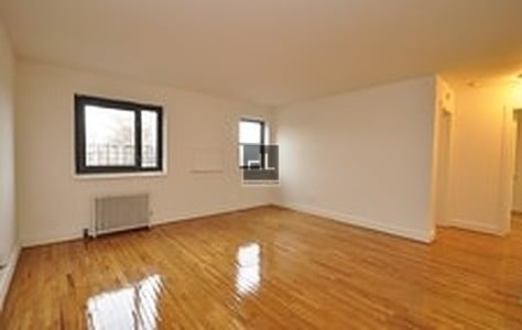 3 Bedrooms, Auburndale Rental in NYC for $2,395 - Photo 2