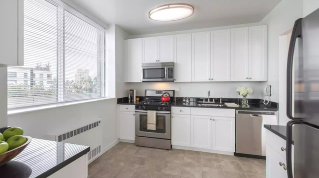 1 Bedroom, Lincoln Square Rental in NYC for $4,145 - Photo 2