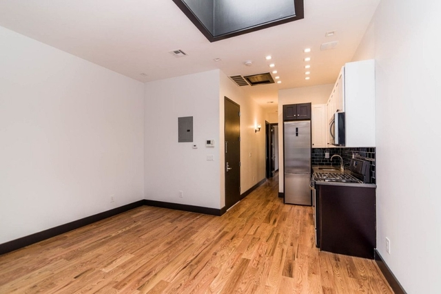 3 Bedrooms, Ridgewood Rental in NYC for $2,600 - Photo 2