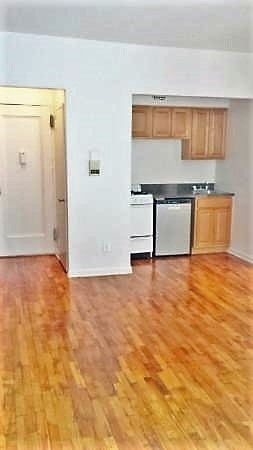 2 Bedrooms, Gramercy Park Rental in NYC for $3,025 - Photo 2