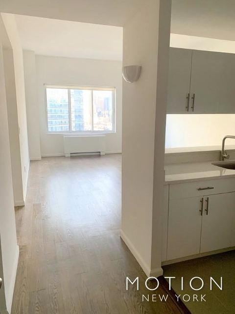 1 Bedroom, Theater District Rental in NYC for $3,215 - Photo 2