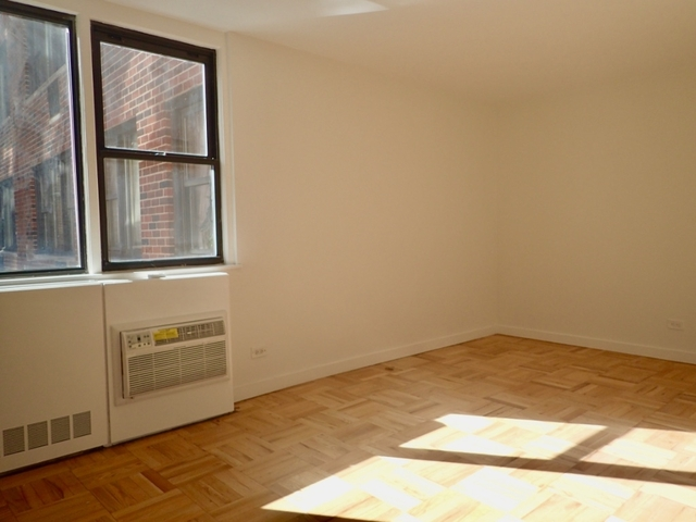 Studio, Yorkville Rental in NYC for $4,300 - Photo 2