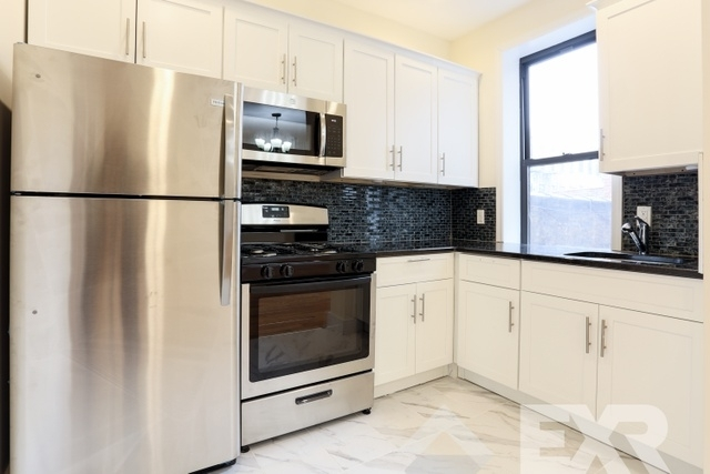 3 Bedrooms, Crown Heights Rental in NYC for $3,325 - Photo 2
