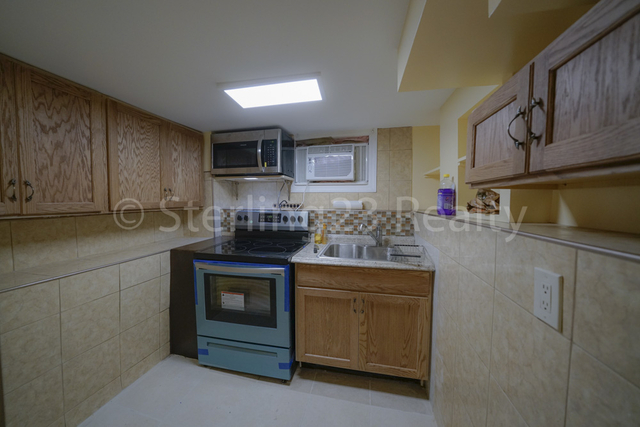 2 Bedrooms, Ditmars Rental in NYC for $1,800 - Photo 1