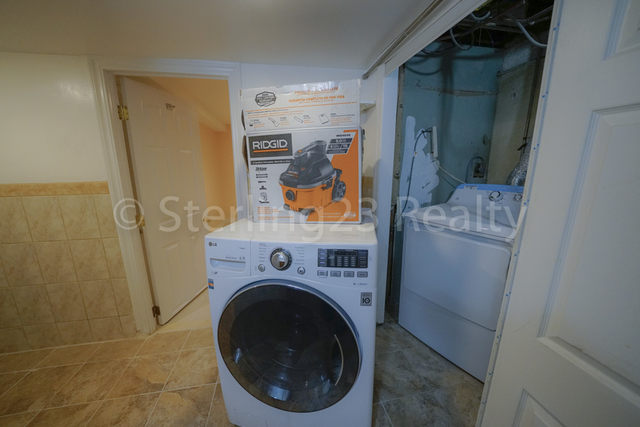 2 Bedrooms, Ditmars Rental in NYC for $1,800 - Photo 2