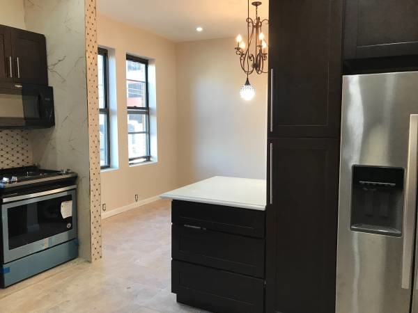 4 Bedrooms, Maspeth Rental in NYC for $2,850 - Photo 1