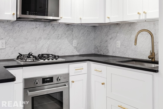 2 Bedrooms, Two Bridges Rental in NYC for $4,216 - Photo 2