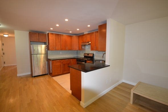 3 Bedrooms, Rego Park Rental in NYC for $2,750 - Photo 2