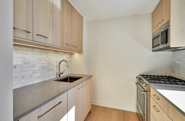 3 Bedrooms, Hell's Kitchen Rental in NYC for $7,333 - Photo 2