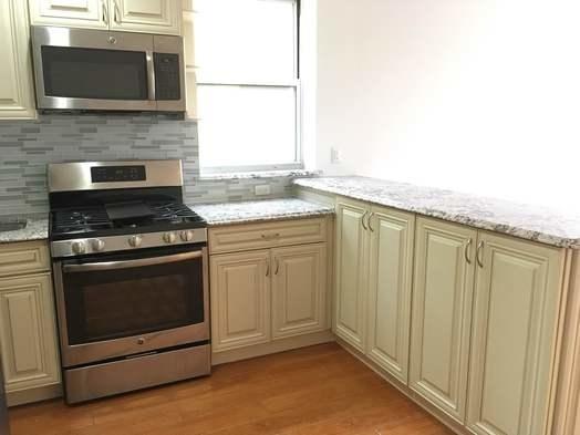 3 Bedrooms, Astoria Rental in NYC for $2,600 - Photo 2