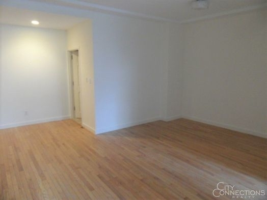 2 Bedrooms, Financial District Rental in NYC for $4,050 - Photo 2