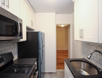 1 Bedroom, Flushing Rental in NYC for $2,020 - Photo 2