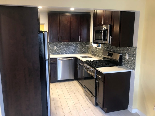2 Bedrooms, Astoria Heights Rental in NYC for $2,600 - Photo 2