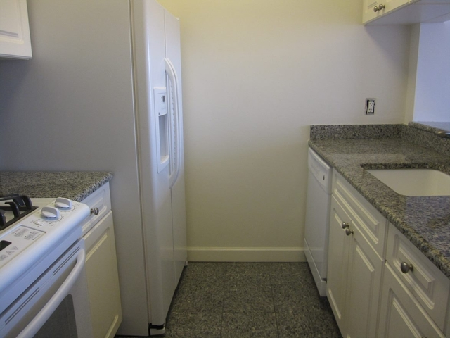 Studio, Yorkville Rental in NYC for $3,595 - Photo 2