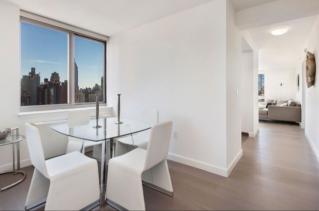 4 Bedrooms, Hell's Kitchen Rental in NYC for $6,200 - Photo 2