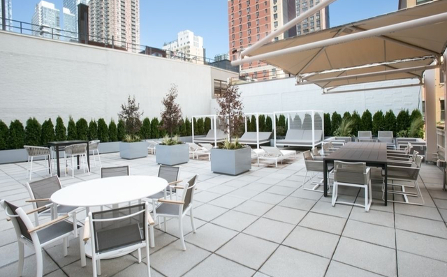 1 Bedroom, Hell's Kitchen Rental in NYC for $3,185 - Photo 2