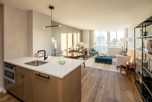 3 Bedrooms, Hell's Kitchen Rental in NYC for $5,870 - Photo 1