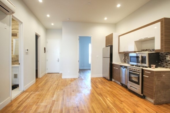 3 Bedrooms, Greenpoint Rental in NYC for $3,529 - Photo 2